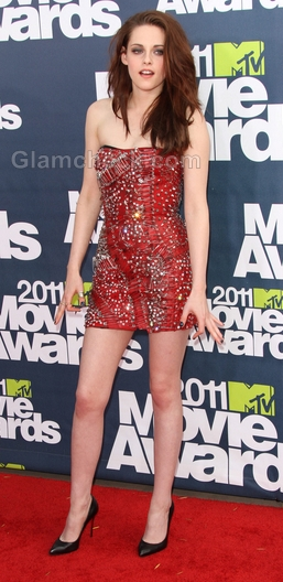 kristen stewart mtv movie awards 2011. Kristen Stewart in safety pin