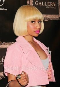 Nicki-Minaj-goes-pink