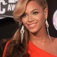 Beyonce-Reveals-Baby-Bump-at-2011-VMA