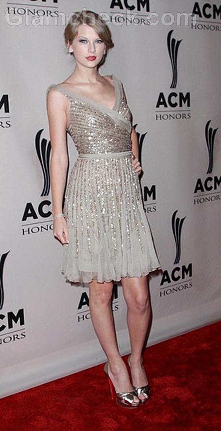 Taylor-Swift-at-ACM-2011