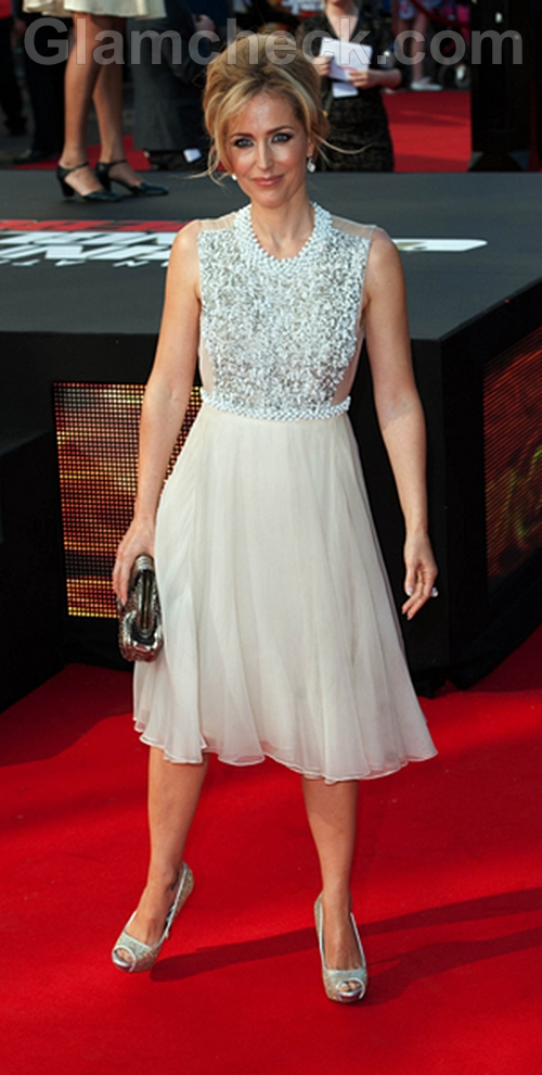 Gillian-Anderson-White-dress-Premiere-Johnny-English-Reborn
