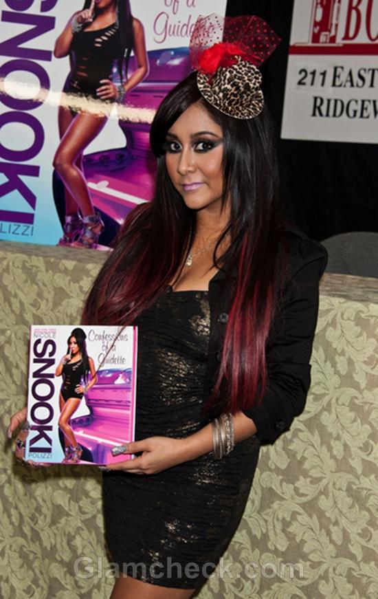 Nicole-Polizzi-Wears-look-Book-signing