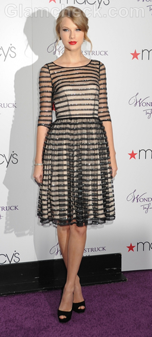 Taylor-Swift-Black-and-White-Dress-at-Perfume-Launch