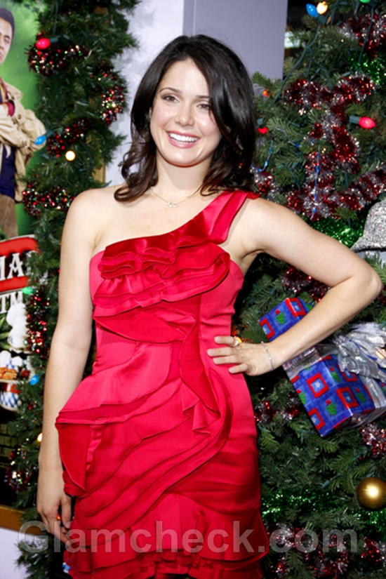 Ali-Cobrin-in-Red-Premiere-A-Very-Harold-Kumar-Christmas