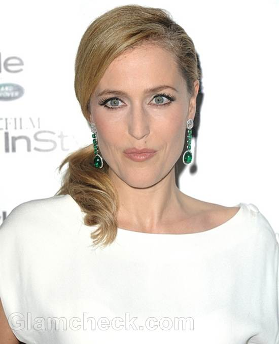 Gillian Anderson Glows in White Vintage Gown