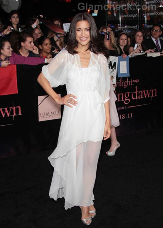 Julia-Jones-Worst-Dressed-Celebrities-The-Twilight-Saga-Breaking-Premiere