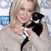 Kellie Pickler Launches Cat Sweater at ASPCA