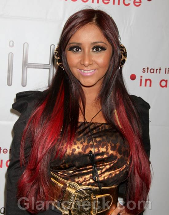 Nicole Snooki Polizzi Jazzes Up CES in Gold