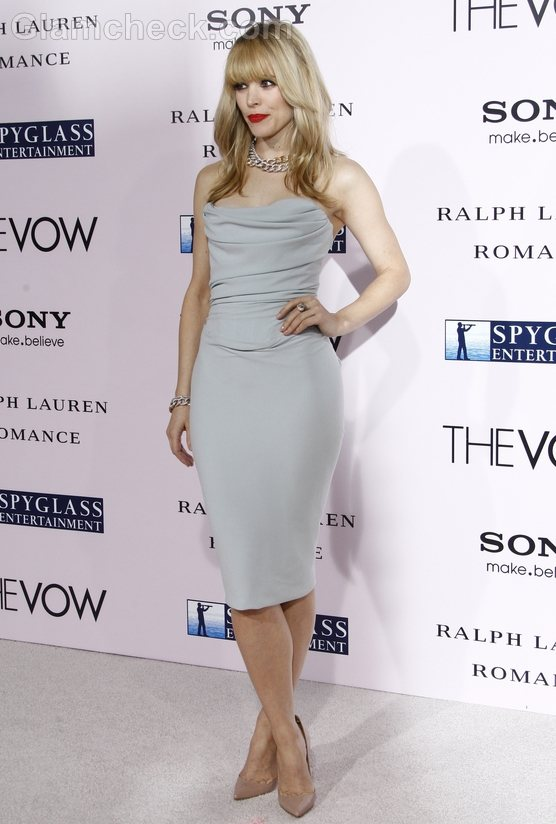 Rachel McAdams Stunning in Strapless Gown The Vow Premiere