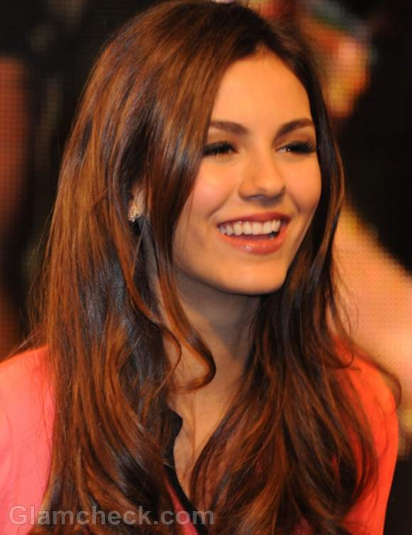 Victoria Justice Victorious DVD Signing