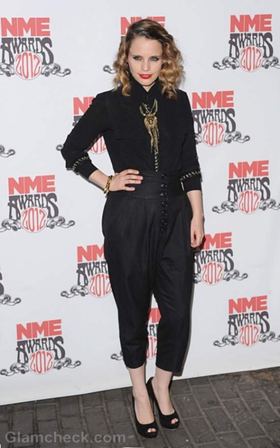 Anna Calvi Rocks Red Carpet in All-Black Outfit at NME Awards