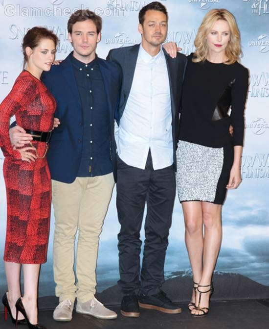 Stars of Snow White and the Huntsman Get Together for Photocall