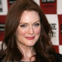 julianne-moore-signs-carrie-remake