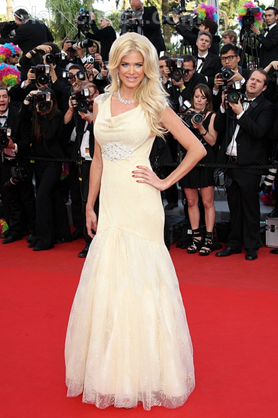 red-carpet-gowns-cannes-film-festival-2012-day-3-Victoria-Silvstedt