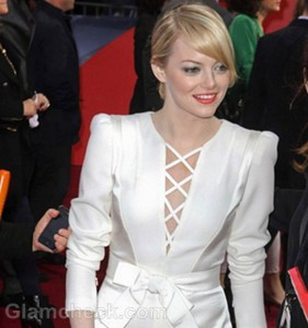 """Emma Stone Stylish in All-white at """"The Amazing Spider-Man"""" Germany Premiere"""