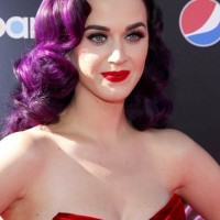 Katy-Perry-purple hair-red lips