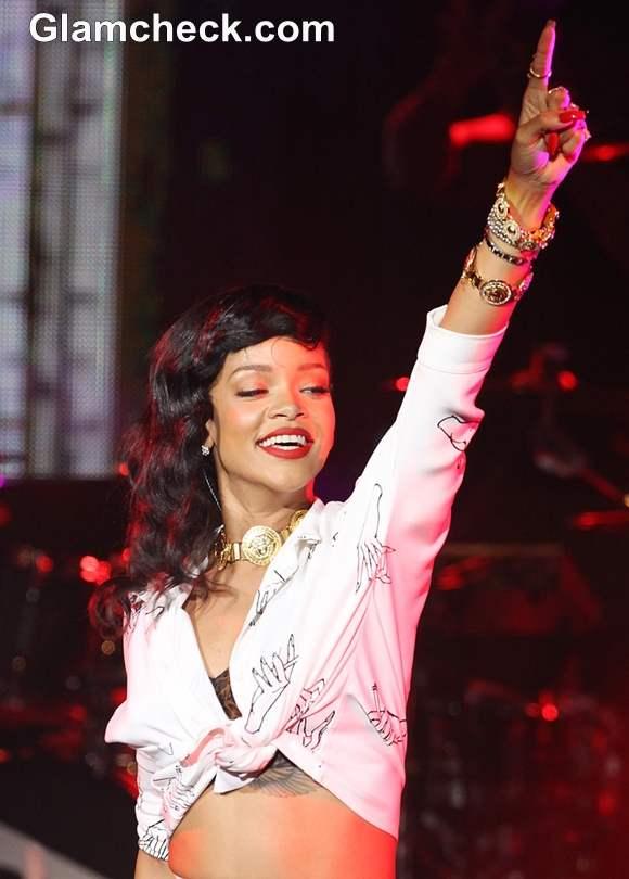 Rihanna Performs  Last Leg of 777 Tour