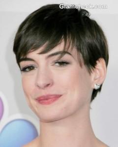 Anne Hathaway Rocks Strapless White Gown at Golden Globe Awards 2013