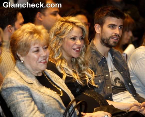 Shakira Attends Release of Dads Book Al Viento Al Azar