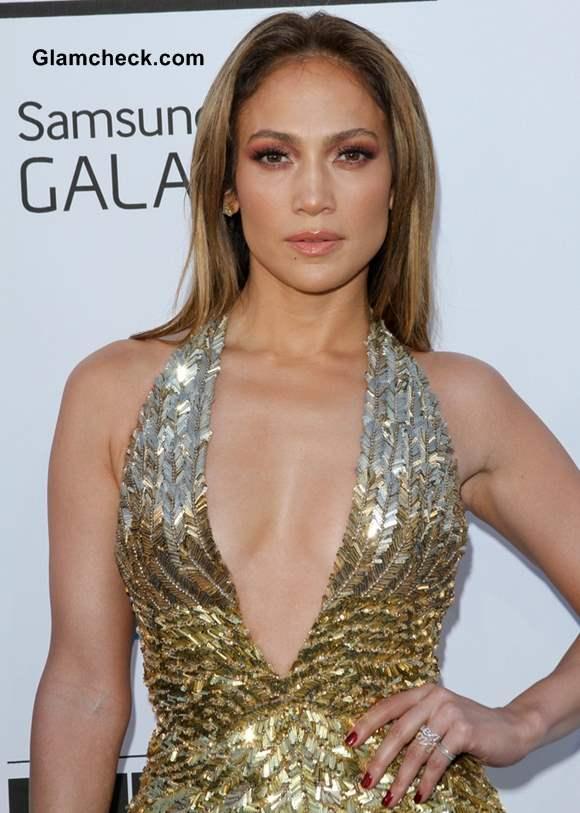 Jennifer Lopez 2013 Stunning in Plunging Metallic Gown