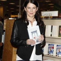 Lauren Graham New Book Someday, Someday Maybe