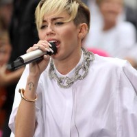 Miley Cyrus and Madonna might perform together