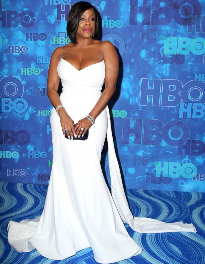 Niecy Nash in white gown