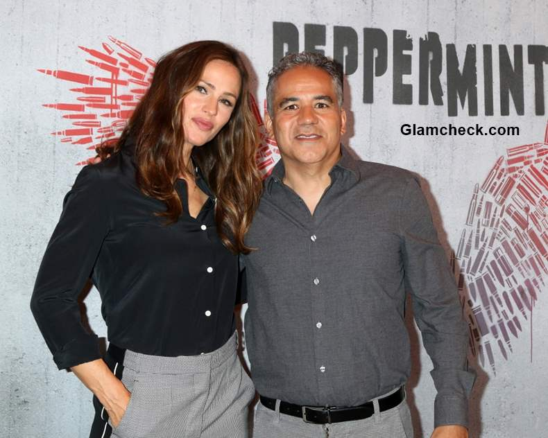 Jennifer Garner with John Ortiz at Peppermint Photo Call