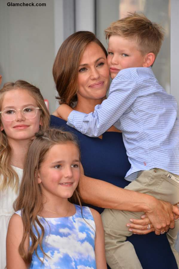 Jennifer Garner with her kids