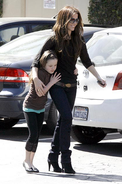 Kate-Beckinsale-with-daughter-Lily