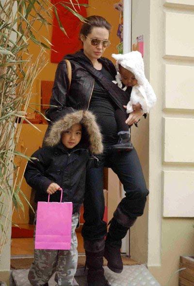 anjelina-jolie-with-kids