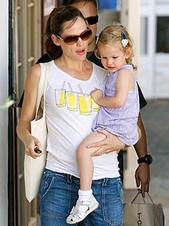 jennifer-with-daughter