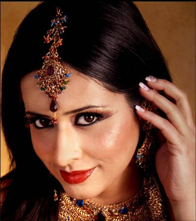Indian bridal hair jewelry maang tika