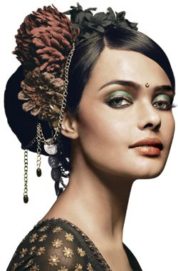 Indian bridal hairstyle updo / Lakme bridal