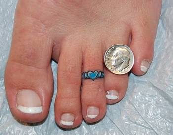 Wearing toe rings