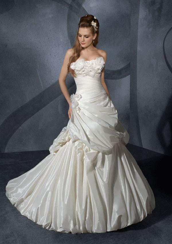 Hairstyle For You: Brides and Bridesmaid dresses/gowns and jeweleries