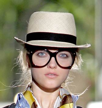 Brim hats for beach Dsquared2 spring 2011