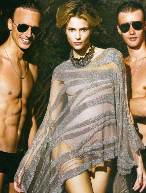 Vogue Brazil December 2010 4