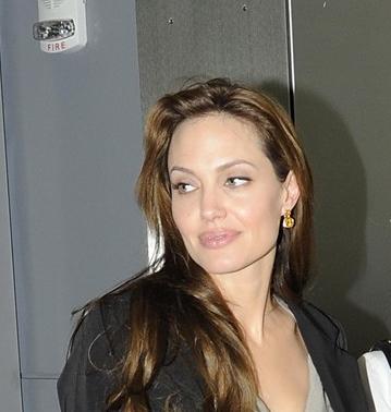 Angelina Jolie without makeup 10