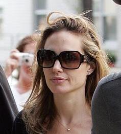 Angelina Jolie without makeup 11