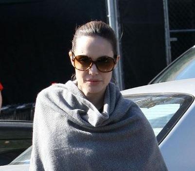 Angelina Jolie without makeup 9