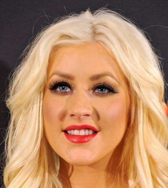 Christina-Aguilera pouty-lips