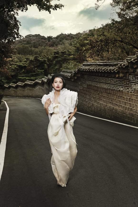 Gao Yuanyuan for Harpers Bazaar China January 2011 3