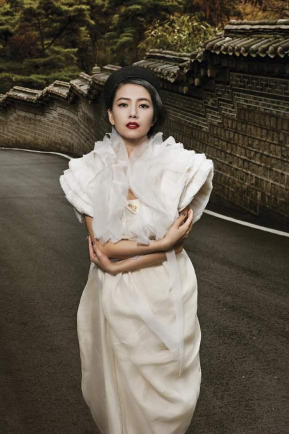 Gao Yuanyuan for Harpers Bazaar China January 2011 4