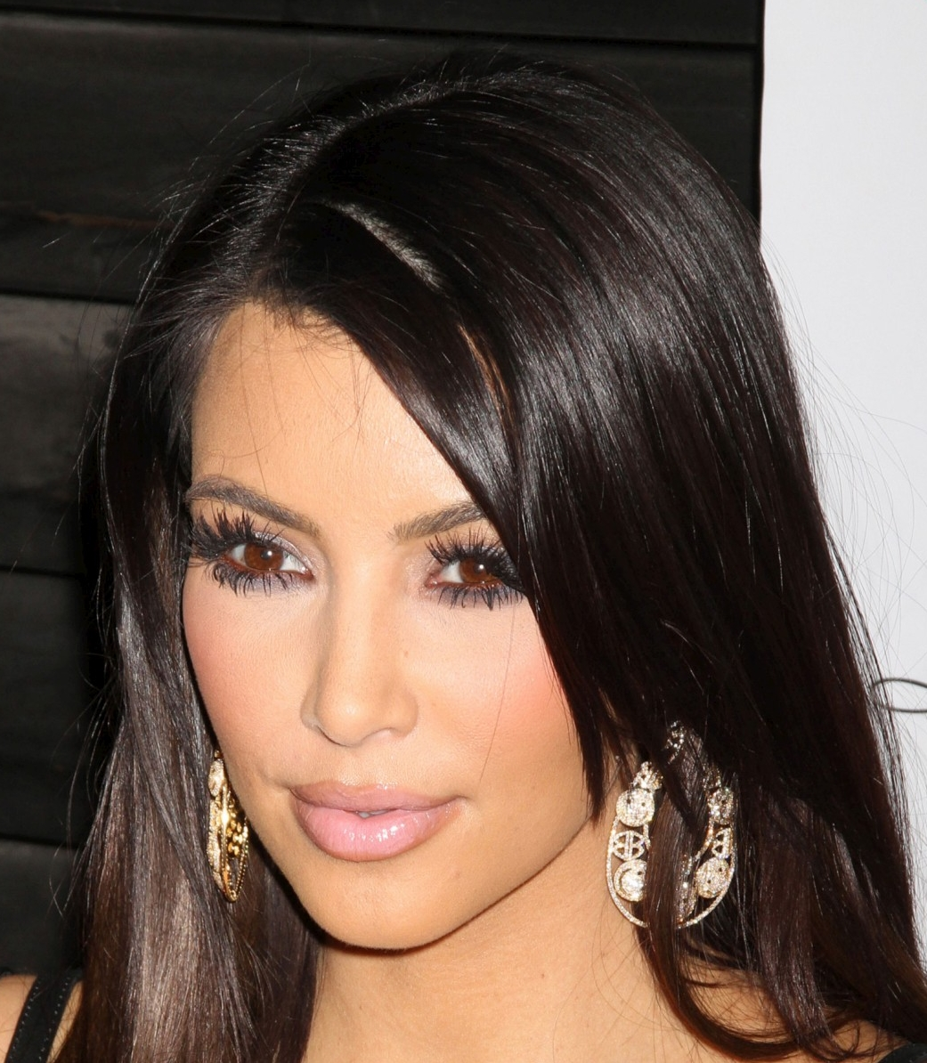 Kim-Kardashian-with-and-without makeup