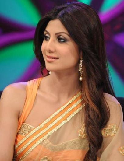 Loose hair with curls-indian hairstyle-with saree-shilpa shetty