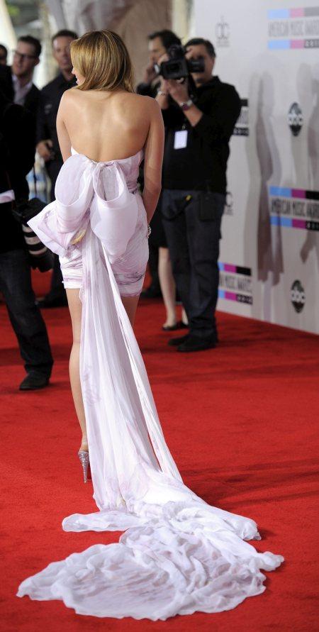 Miley-Cyrus-white marchesa mini dress with long train at ama