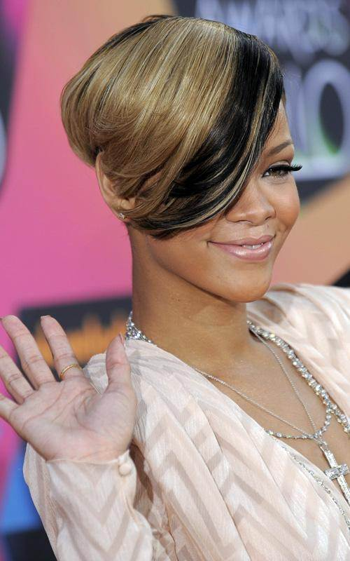 Rihanna blonde cropped hairstyle March 2010