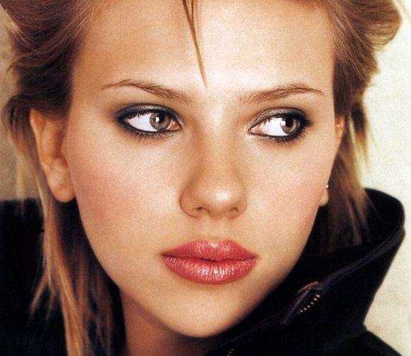 Scarlett-Johansson-pouty-lips