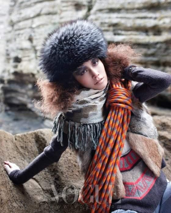 Song Ah for Vogue Korea December 2010 2